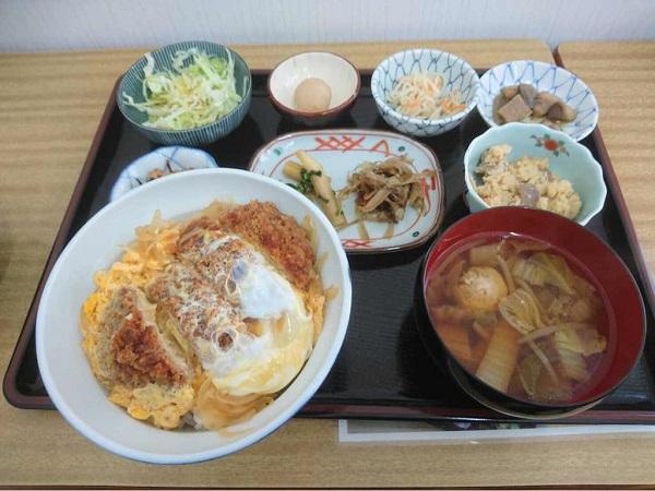 小学生の頃を懐かしむ『にこにこ食堂』昭島