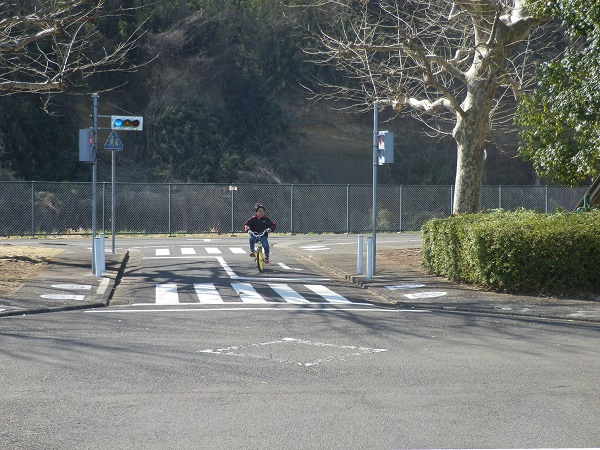 電動式ゴーカートが無料利用できる!多摩市立交通公園